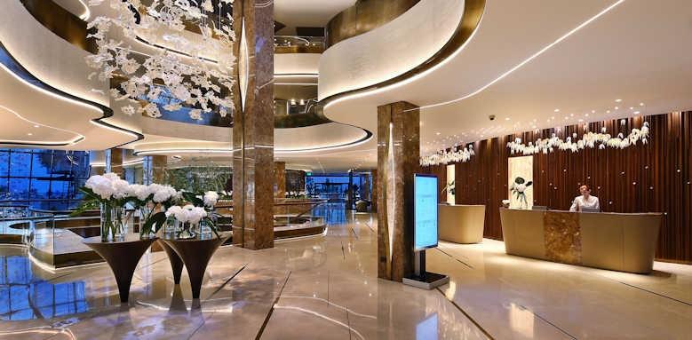 Four Seasons, lobby