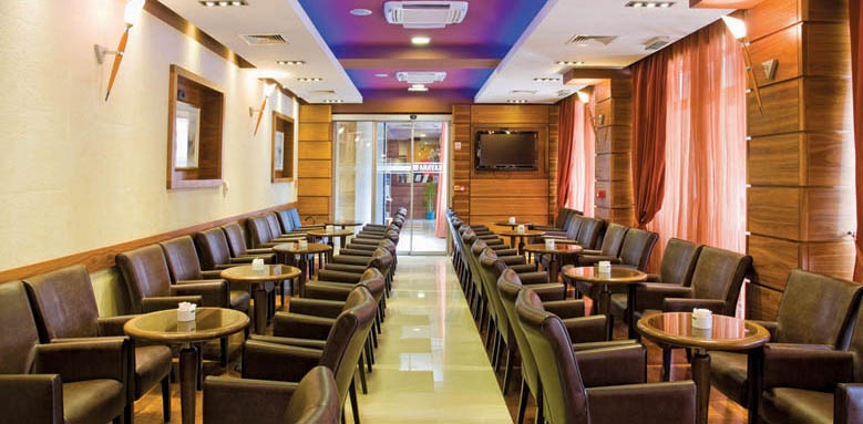 Plaza omis, bar