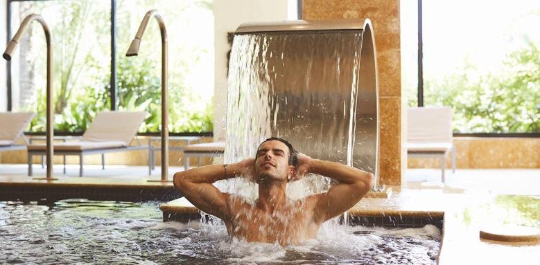 Fenicia Prestige Suites & Spa, man in spa pool