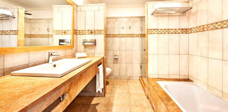 Insotel Punta Prima, superior apartment bathroom