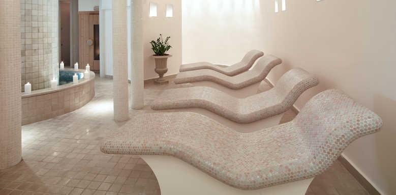Sani Beach, hot beds