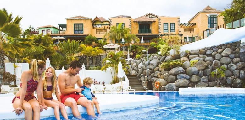 Hotel suite villa maria, family in pool