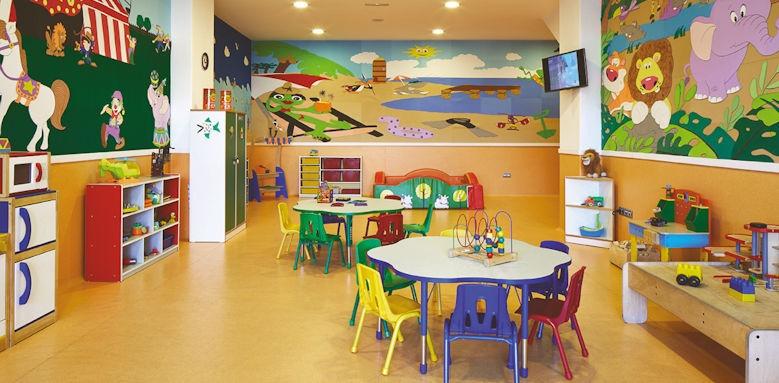 Hotel suite villa maria, kids club
