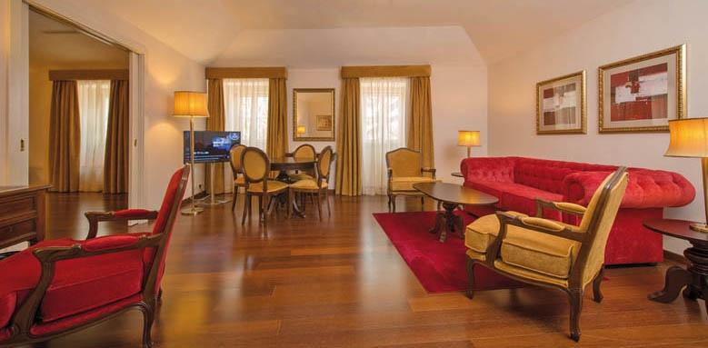 Vila Gale Collection Palacio dos Arcos, suite living area