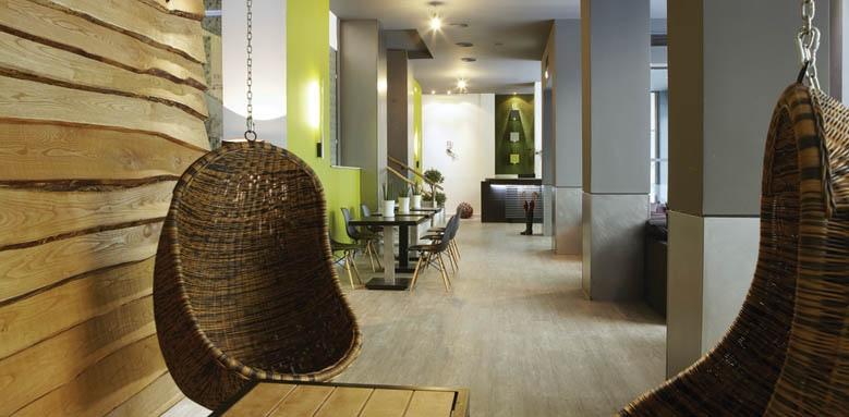 City Hotel, lounge