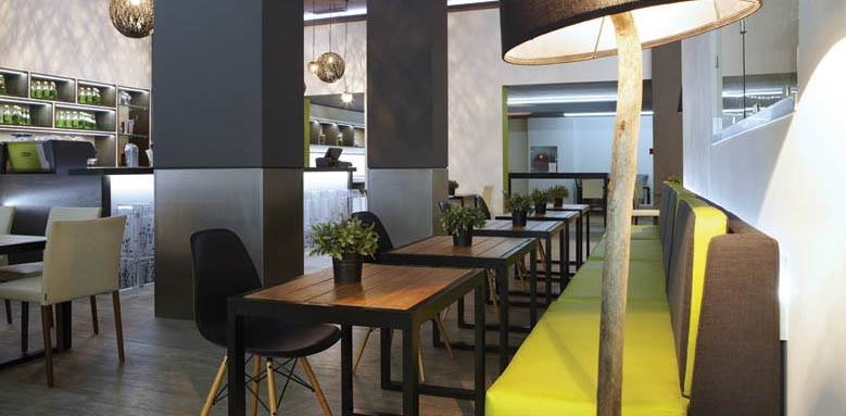 City Hotel, restaurant interior
