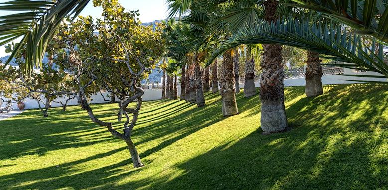 Santorini Kastelli Resort, gardens