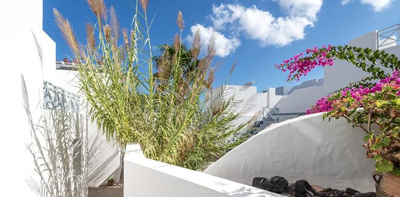 Santorini Kastelli Resort, outdoor area