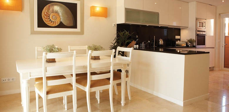 Monte Santo Resort, townhouse dining and open kitchen