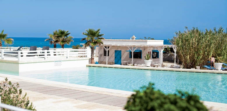 Canne Bianche Lifestyle & Hotel, Gambero Rozzo pool bar and pool