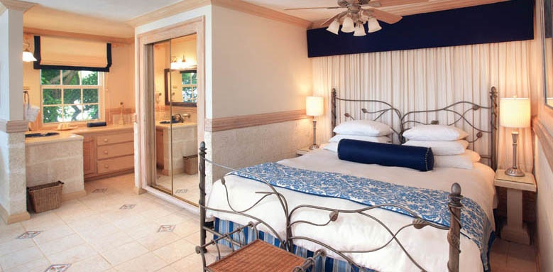 Little Arches Boutique Hotel, luxury ocean suite with pool bedroom
