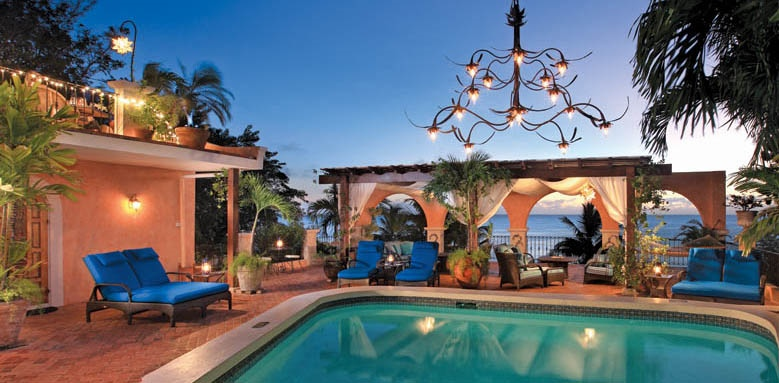 Little Arches Boutique Hotel, pool by night