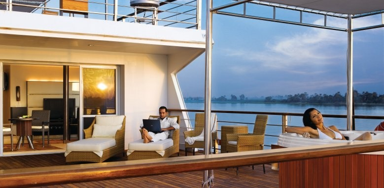 The Oberoi Zahra, sun deck and Jacuzzi of luxury suite
