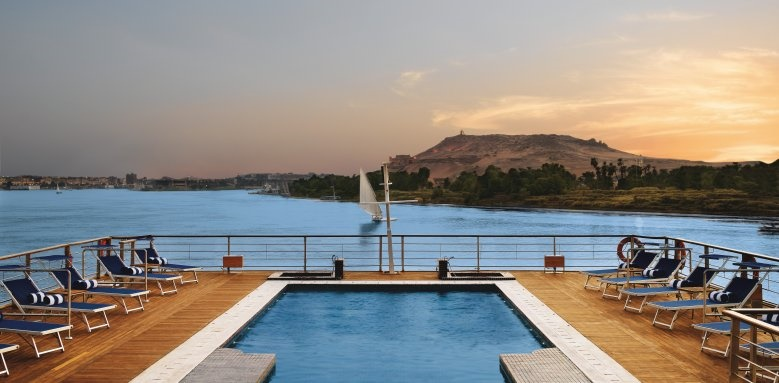 The Oberoi Zahra, sun deck with pool