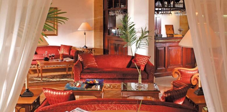 The Royal Savoy, lounge
