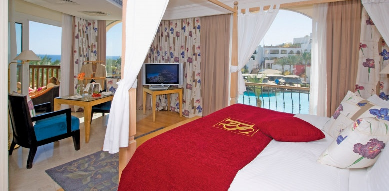 The Royal Savoy, suite