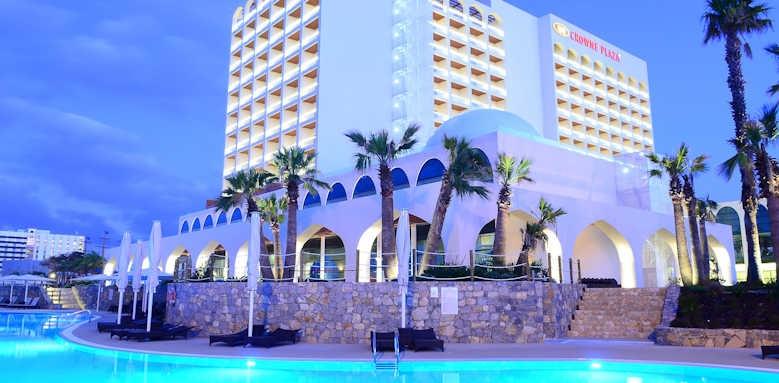 Crowne Plaza, exterior & pool