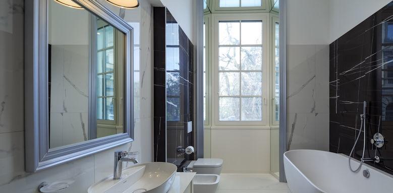 Palace Hotel Como, bathroom
