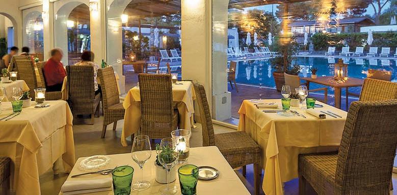 Garden & Villa Resort, restaurant interior