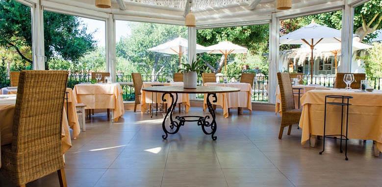 Garden & Villa Resort, restaurant terrace