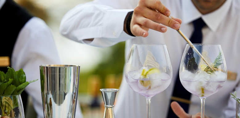 Rhodes Bay Hotel, cocktail mixing