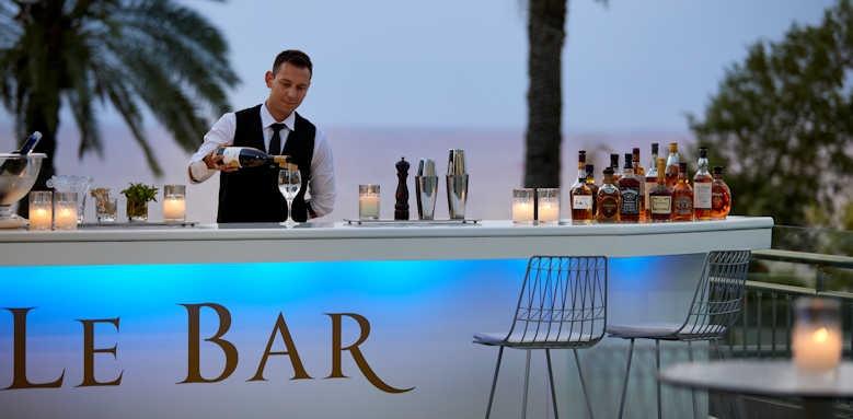 Rhodes Bay Hotel, Le bar