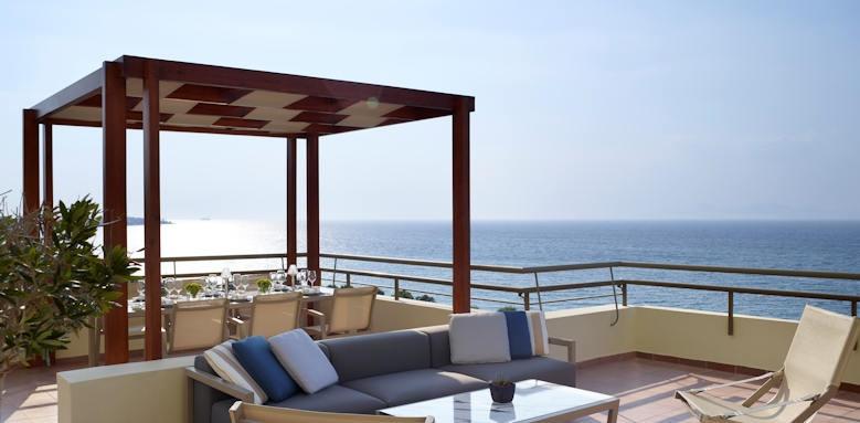 Rhodes Bay Hotel, lounge bar