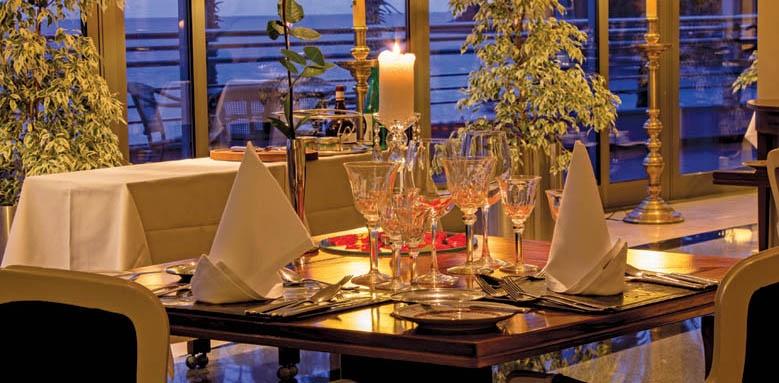 Royal Savoy Hotel, Restaurant