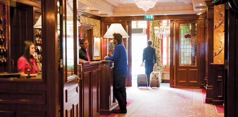 Hotel Estherea, reception