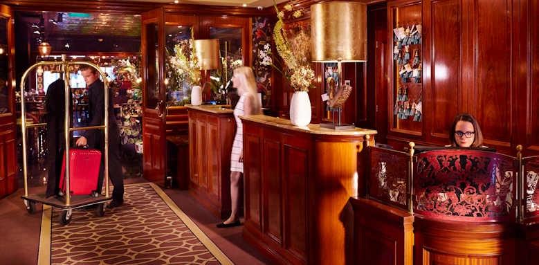 Hotel Estherea, lobby area