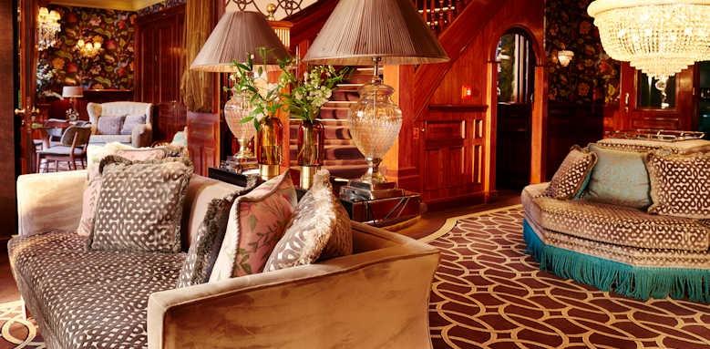 Hotel Estherea, lounge area