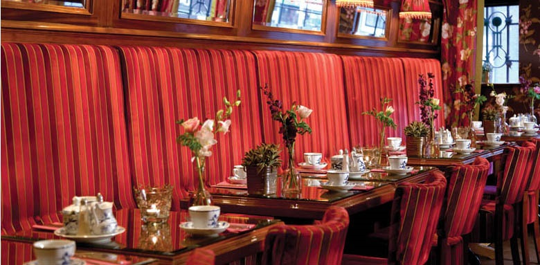 Hotel Estherea, restaurant tables