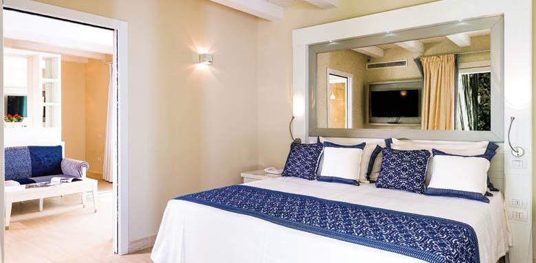 Hotel Bouganville, deluxe bungalow bedroom