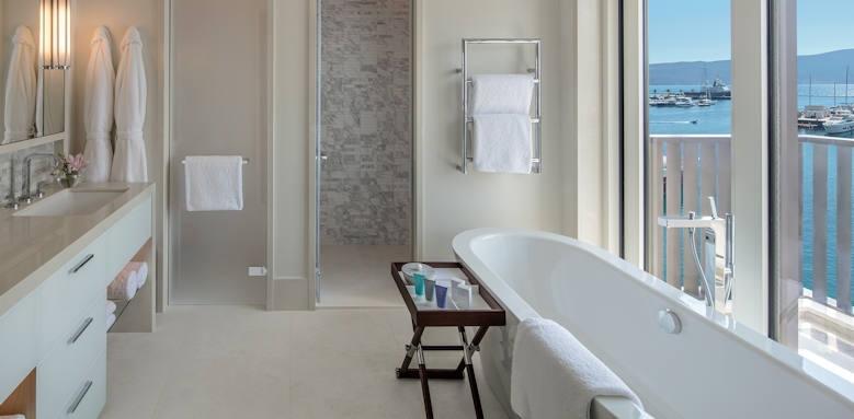 Regent Porto Montenegro, bathroom
