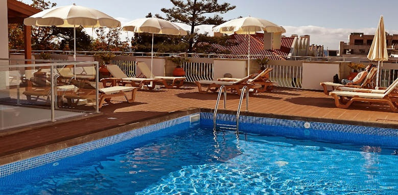 hotel madeira, pool and loungers