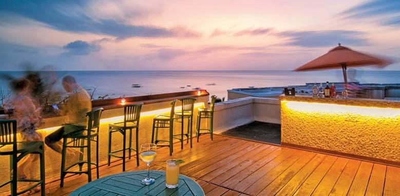 Beach View, Bar