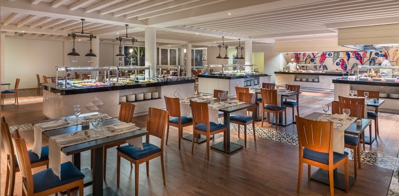 H10 Ocean Suites, parrots restaurant