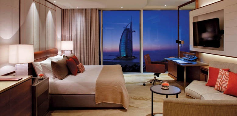 Jumeirah Beach Hotel, ocean club superior