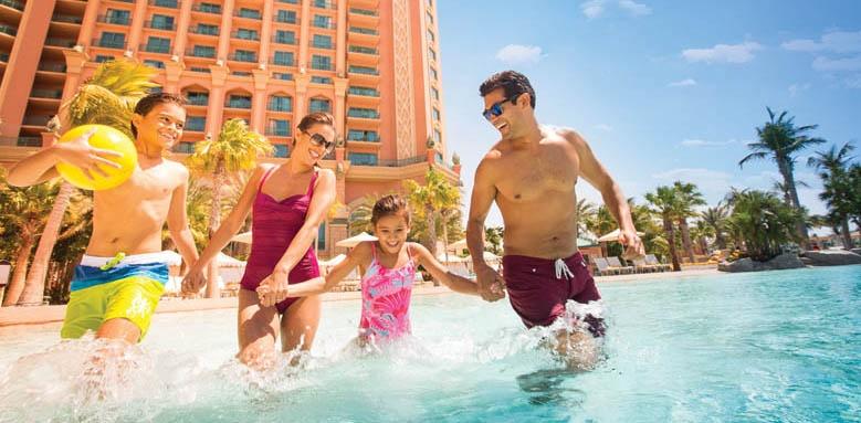 Atlantis The Palm, family in pool