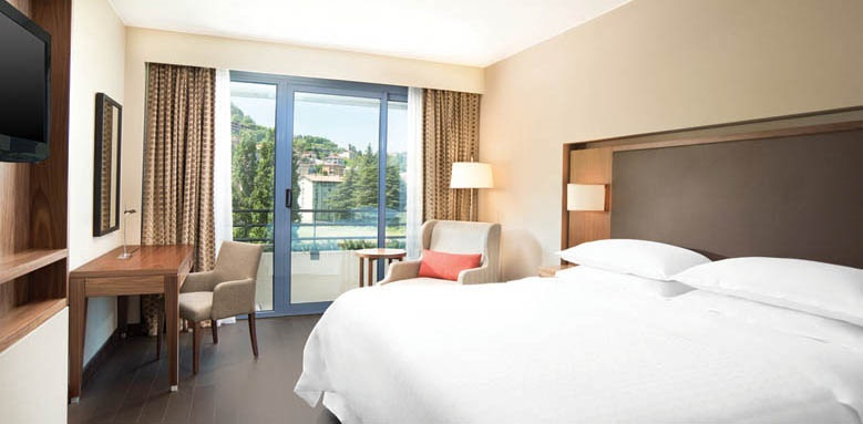 Sheraton Lake Como Hotel, Deluxe Room