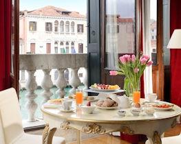 Palazzo Giovanelli, french balcony mozart suite