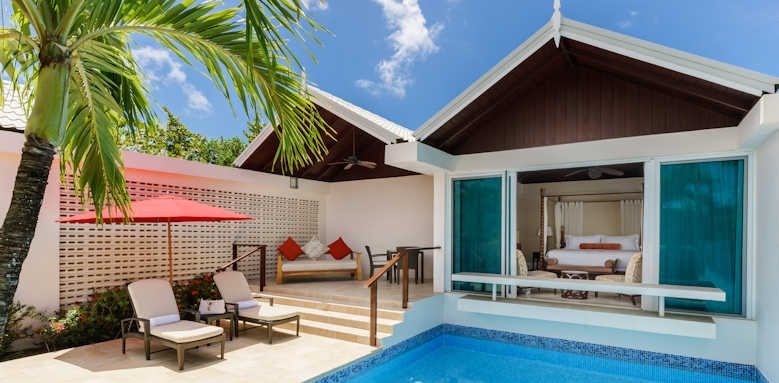 Spice Island Beach Resort, Luxury Almond Pool Suite