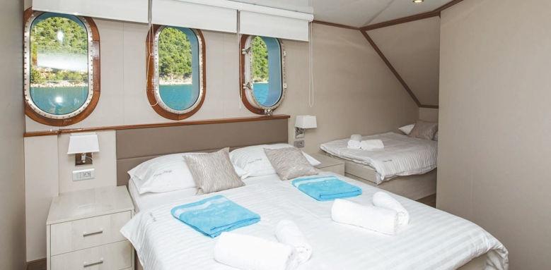 mama marija, main deck cabin