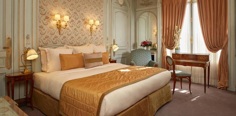 Hotel Raphael, Superior Room
