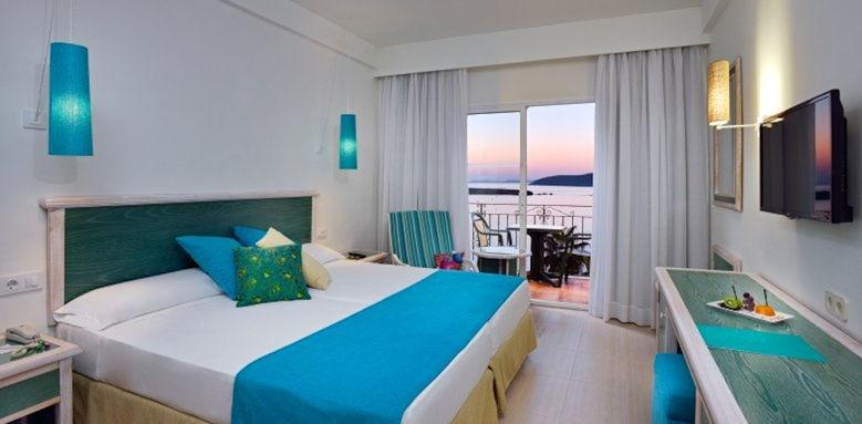 Sol Beach House Menorca, front ocean room