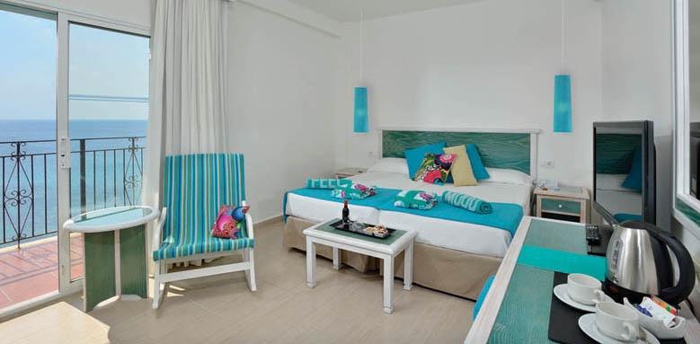 Sol Beach House Menorca, Xtra Beach House with bali bed
