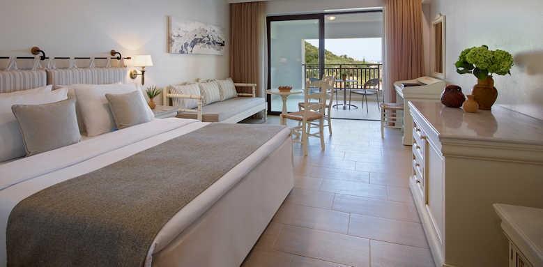 creta maris, open plan family room