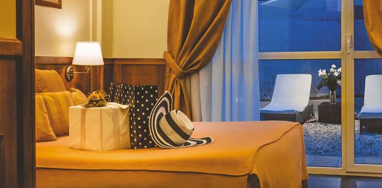 vis a vis, romantic room
