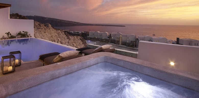 Santo Maris, Exclusive sunset suite with private pool