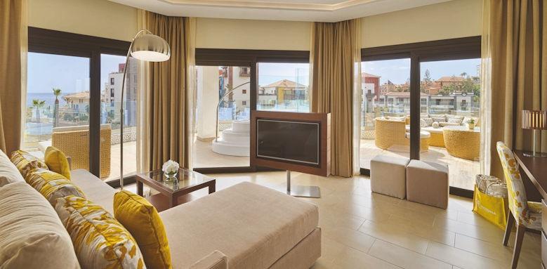 GF Victoria, harmony suite